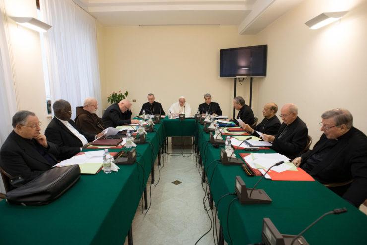 Le C9  propose la diversification du personnel de la curie romaine : « faire entrer plus de jeunes et de femmes »