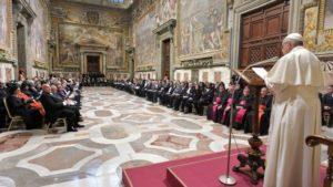 Le Pape François devant les ambassadeurs en poste  Vatican, le 8 janvier 2018